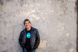 Guy Kawasaki against white wall